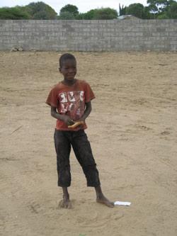 Auch Kindern in Afrika kommen Geldanlagen zugute.