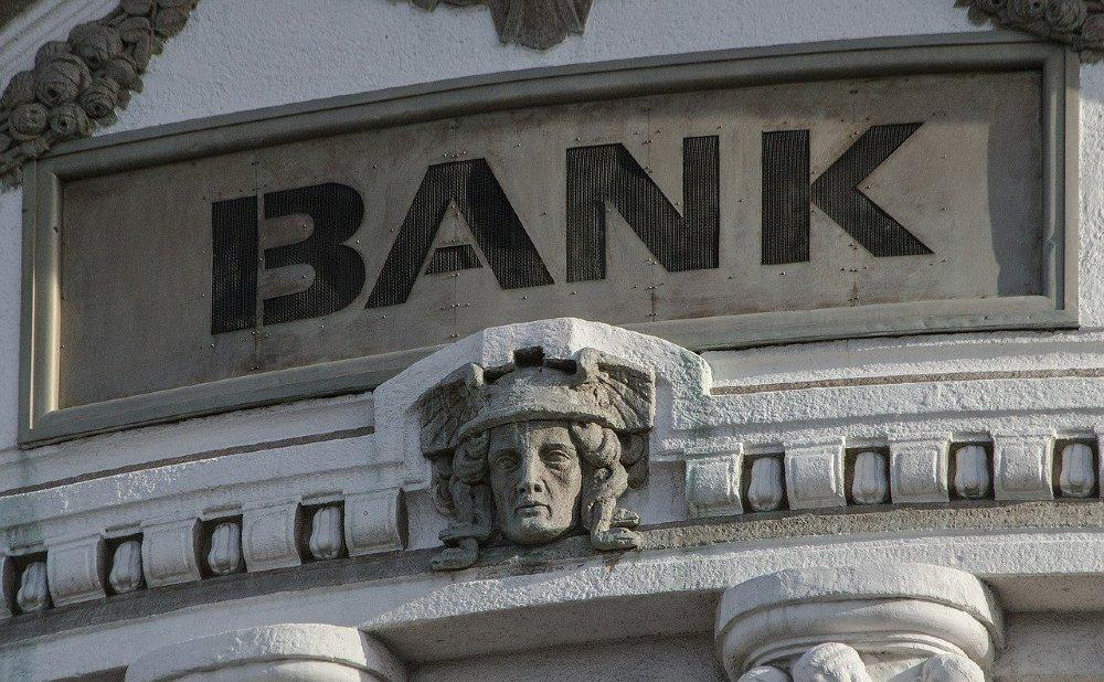 bank skulptur kopf 1000