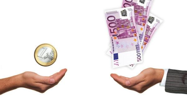 Geld Hand groß und klein