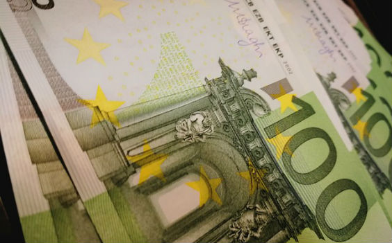 hunderter euro fallend ug 564